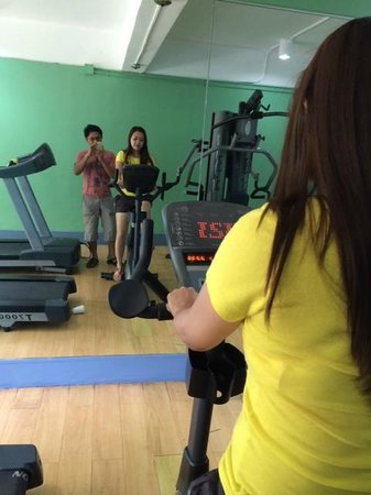 Taal Vista Hotel: gym is working