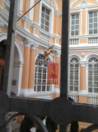 Boutique Hotel Mansion del Angel: View from bedroom window toward entrance
