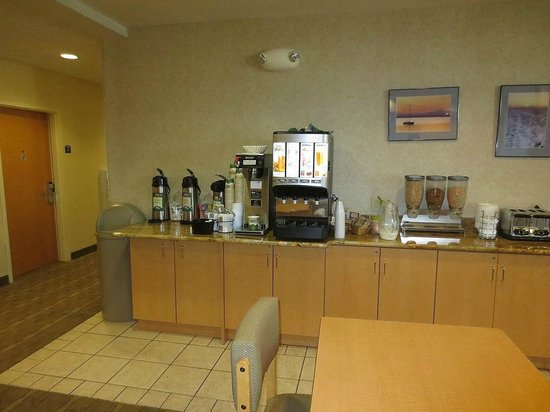 Microtel Inn & Suites by Wyndham Plattsburgh : Part of the breakfast selections