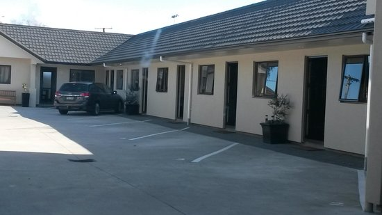 Ballinor Motor Inn: rooms 4 and 5 are combined for family bookings
