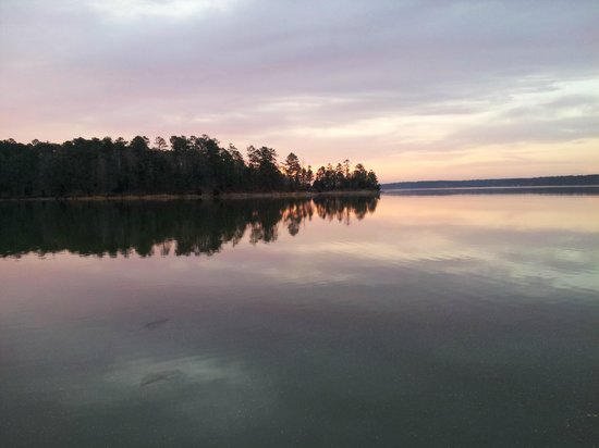 Hickory Knob State Resort Park: Sunrise on the lake before a run