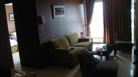 Galeri Ciumbuleuit Hotel & Apartment : Sudut kamar dan ruang utama