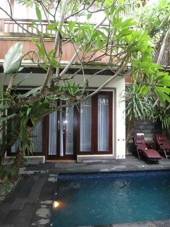 The Bali Dream Villa Seminyak: pool in front of room