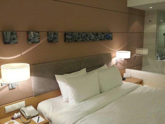 PARKROYAL Saigon: Very comfortable king size bed