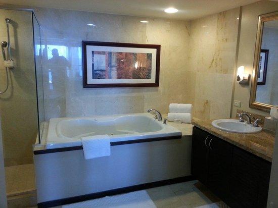 Caribe Hilton San Juan: Bathroom from Suite