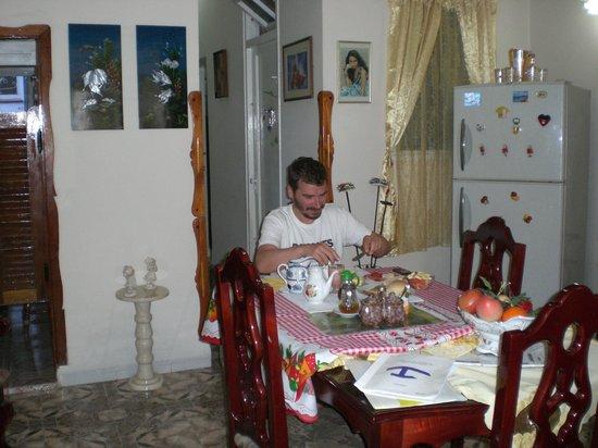 Casa Katy y Humberto: Martin at Breakfast