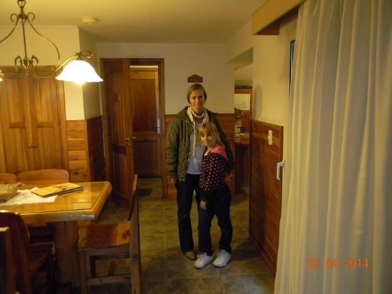 Hotel Villa Huinid Bustillo : Interior de la cabaña