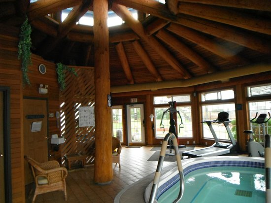 The Inn on Long Lake: Hot Tub/Exercise Equipment
