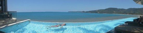 Cape Sienna Hotel & Villas: Smaller pool, with ocean view