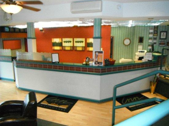 The Inn on Long Lake: Lobby