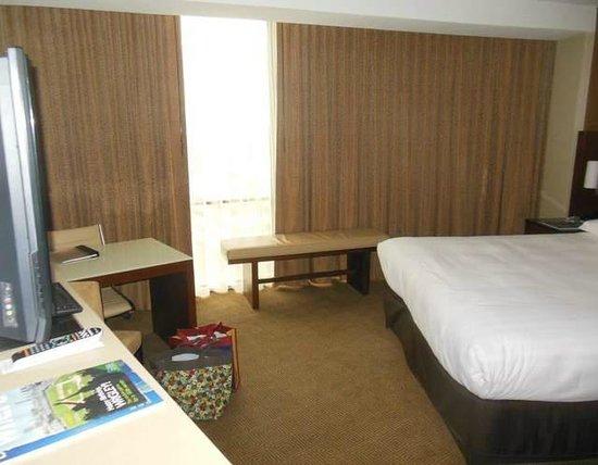 Hyatt Regency O'Hare: The room...too small for a King