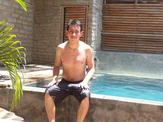 Eco Lodge : en la piscina