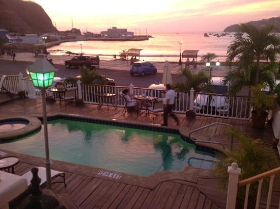 Hotel Victoriano : pool & beach.