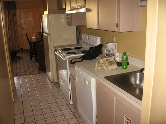 Howard Johnson Express Inn - Suites Lake Front Park Kissimme: don't mind our clutter.. kitchen between two bed areas