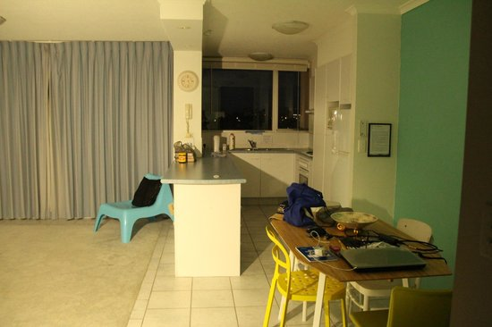 Moorings on Cavill Avenue: Kitchen and nook area