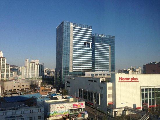 Novotel Ambassador Doksan, Seoul: ホームプラスは目の前