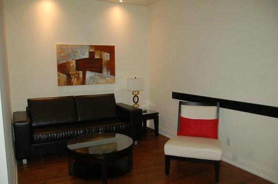 Sterling Inn & Spa: Living Room in 202