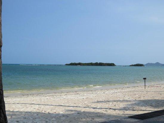 Sareeraya Villas & Suites: View from beach