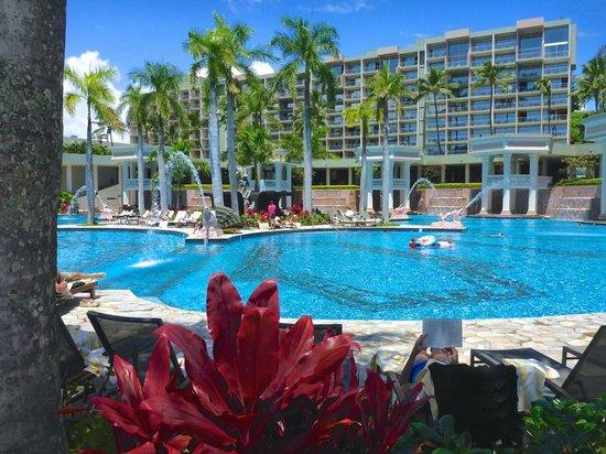 Kaua'i Marriott Resort: Pool with Kahali Tower behind