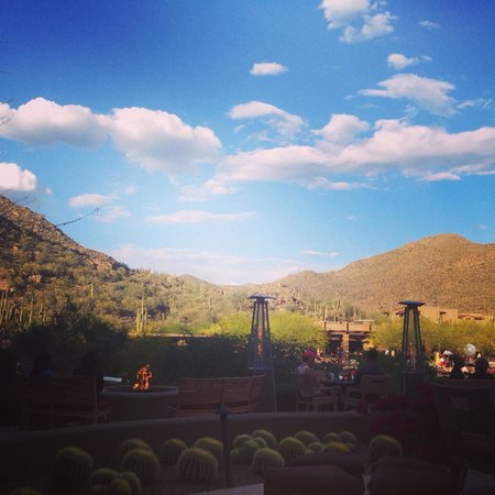 The Ritz-Carlton, Dove Mountain: Sunset flute ceremony on the gorgeous patio!