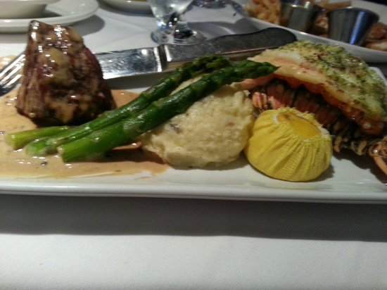 Larkin's On The River : Surf and Turf