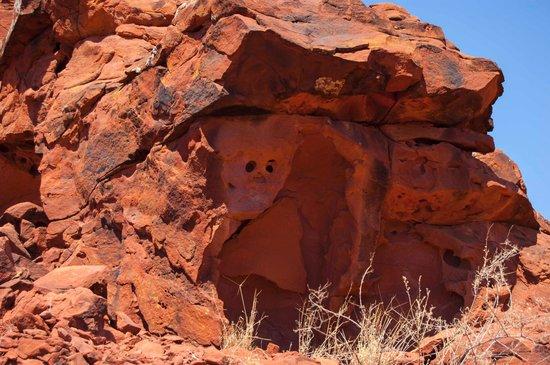 Ewaninga Rock Carvings Conservation Reserve: Ewananings rock carvings 3