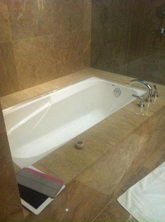 SoHo Metropolitan : bath
