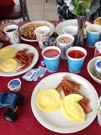 Best Host Inn: petit-déjeuner très complet, compris avec le prix de la chambre