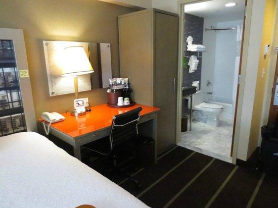 hampton inn manhattan madison square garden area desk entry to bathroom - Hampton Inn Madison Square Garden