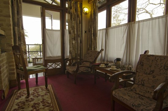Mayfair Himalayan Spa Resort: The en-suite sitting area