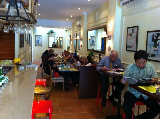 Cafe Gitane jkt: atmosphere