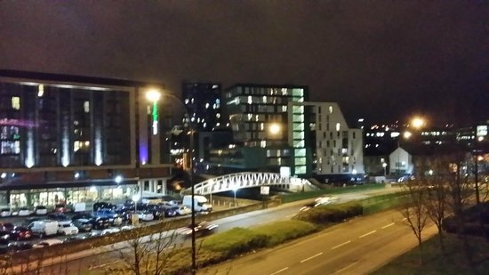 Holiday Inn Sheffield: View from bridge outside hotel