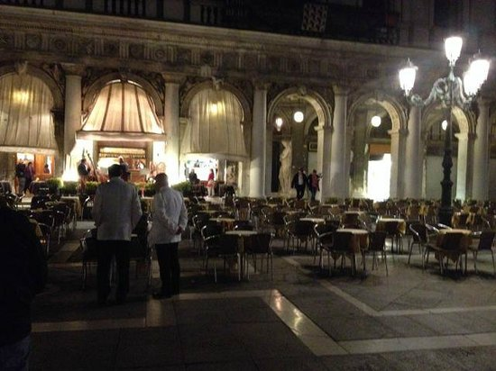 Piazza San Marco (Plaza de San Marcos): Restaurant in square where musicians played