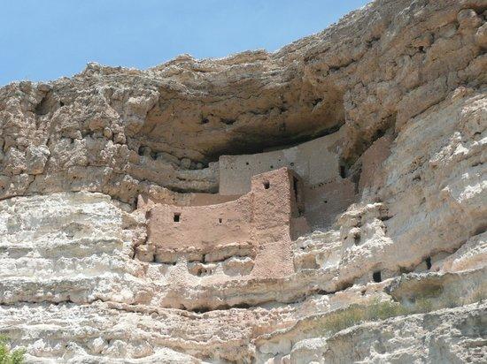 Montezuma Castle National Monument: cliff dwellings upper cliff