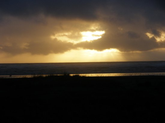 Hi-Tide Ocean Beach Resort: great sunset
