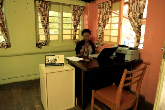 Manyatta Backpackers: Front desk