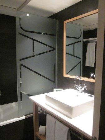 Hotel Jazz: Bathroom