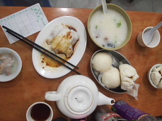 Island Pacific Hotel: dim sum served was more authetic experience than Tim Ho wan
