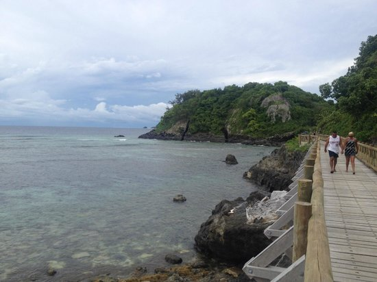 Matamanoa Island Resort : Walkway from main hotel to Villa section