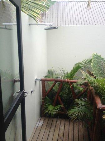 Matamanoa Island Resort : Outdoor Private Shower - Vllas