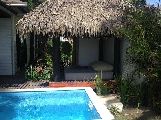 Matamanoa Island Resort : Private Bali Bed in Villas