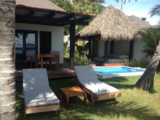 Matamanoa Island Resort : Outside in front of a Villa