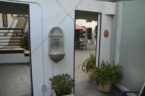 The Carlyle Inn: fumoir extérieur