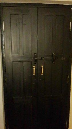 Ambassador Garden Home : inside view of room's door
