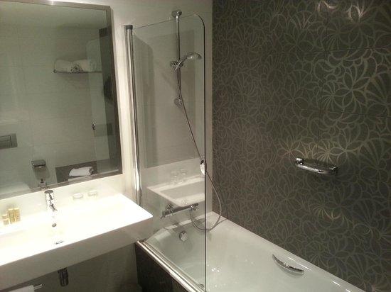 Eurostars Executive : Bath room