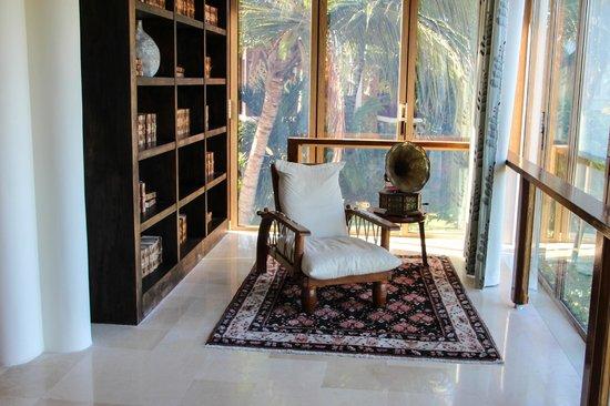 Melia Zanzibar: lounge in main building