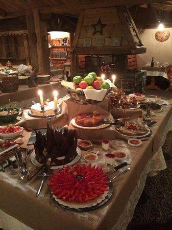 Hotel Le Sherpa - Val Thorens : Le délicieux buffet des desserts...