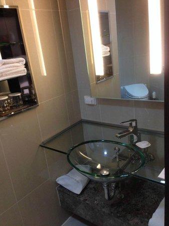 Lotte City Hotel Mapo: The bathroom