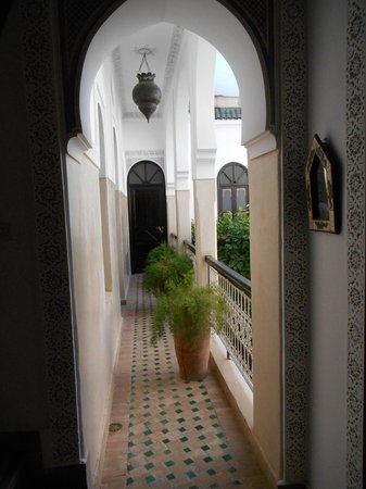 Riad Aguerzame : Balcon intérieur