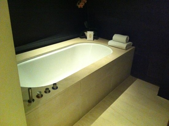 Capella Singapore: Bathtub